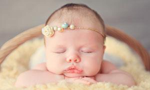 趴著睡覺的肉嘟嘟寶寶攝影高清圖片