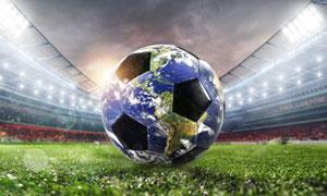在绿茵场上的足球创意设计高清图片