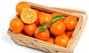手提式木质盒里的桔子摄影高清图片