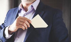 手插卡片进口袋的职场人物高清图片