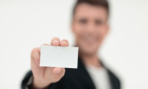 在手中的空白卡片近景摄影高清图片