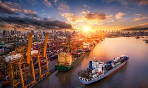 港口与满载货物的船舶摄影高清图片