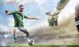在组织进攻的绿衣球员摄影高清图片