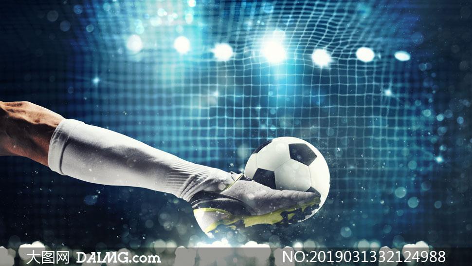 足球场上射门瞬间特写摄影高清图片