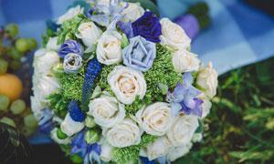 精美包装的婚庆用捧花摄影高清图片