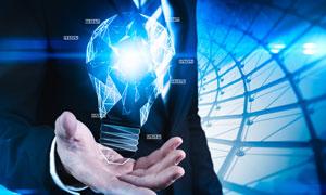 在手中的光效灯泡创意设计高清图片