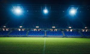 无人环境的体育场灯光照明高清图片