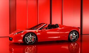 紅色車身的敞篷法拉利跑車高清圖片