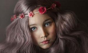 戴着发箍的卷发小女孩摄影高清图片
