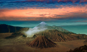 云彩火山与辽阔的大海摄影高清图片
