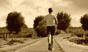 在户外慢跑的运动人物摄影高清图片
