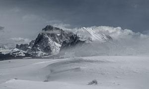 严寒地区冰雪山峰风光摄影高清图片