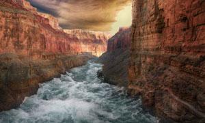 峡谷中的滔滔江水风光摄影高清图片