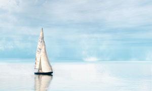 帆船与海天一色的风光摄影高清图片