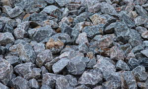 大大小小施工用的石子摄影高清图片
