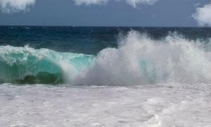 大海上波涛汹涌的海浪摄影高清图片