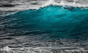 海面上卷起的波浪风景摄影高清图片