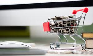 装满硬币的购物车创意摄影高清图片