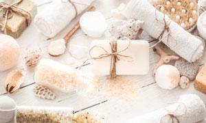 毛巾浴盐与贝壳等物品摄影五百万彩票图片