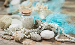 珍珠项链与鹅卵石贝壳摄影五百万彩票图片