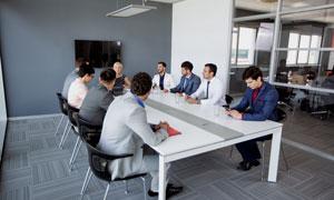 在出席会议的公司高管摄影高清图片