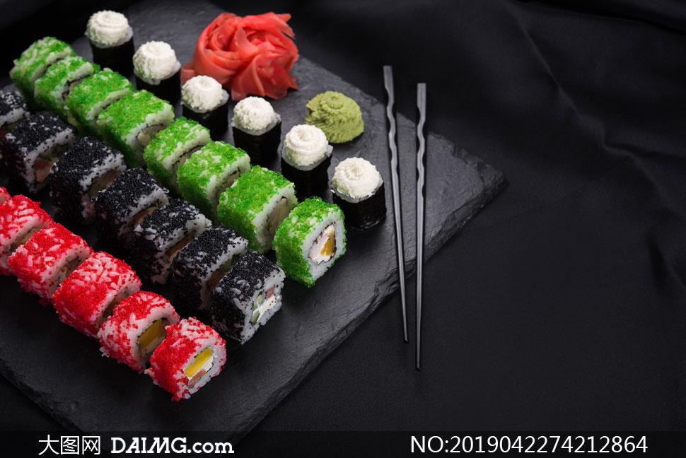 整齐摆放好的多彩寿司摄影高清图片