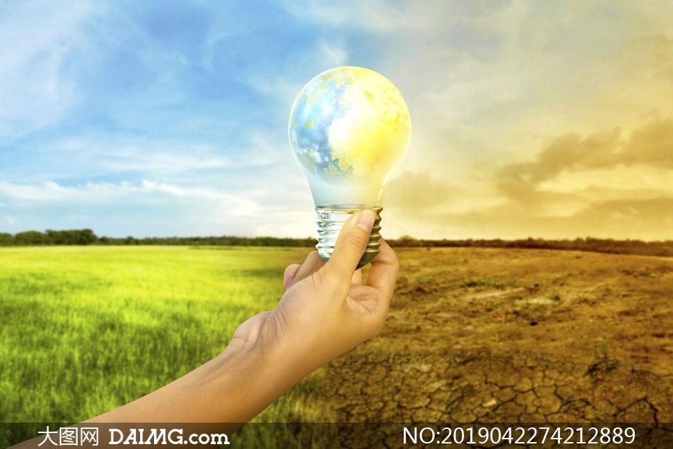 手中的灯泡与干旱前后效果创意图片