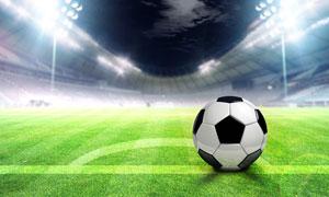 在綠茵場上的一枚足球攝影高清圖片
