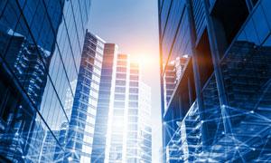 耀眼光线下的城市建筑摄影高清图片