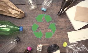 塑料瓶等生活垃圾特寫攝影高清圖片
