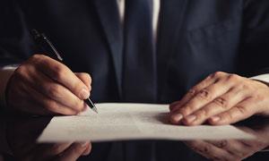 准备要签字的商务人物特写高清图片