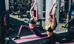 健身房瑜伽运动美女们摄影高清图片
