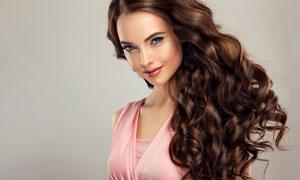 粉色装扮卷发造型美女摄影高清图片