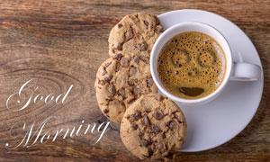 桌上的饼干与一杯咖啡摄影高清图片