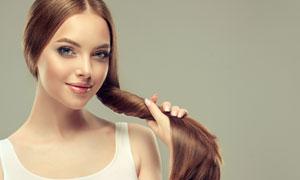 缠头发的背心装扮美女摄影高清图片
