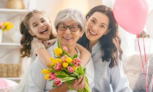 气球与美女老人小女孩摄影高清图片