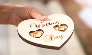一对婚庆戒指近景特写摄影高清图片