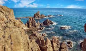 蓝天大海岸边山石风光摄影高清图片