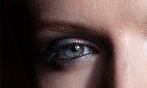 美女模特的一侧脸特写摄影原片素材