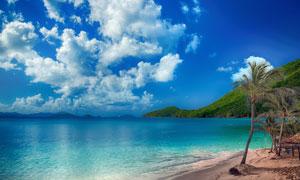 蓝天白云大山海水沙滩摄影高清图片