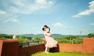 蓝天白云葱郁树丛婚纱摄影原片素材