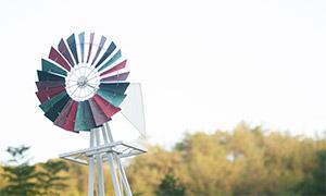 风车与茂密的树林风景摄影原片素材