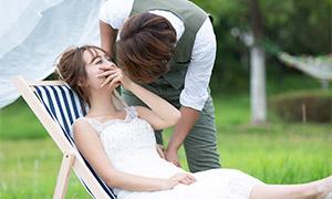 躺椅上的美女人物婚纱摄影原片素材