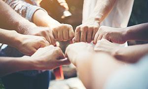 团队合作一起搭手高清摄影图片