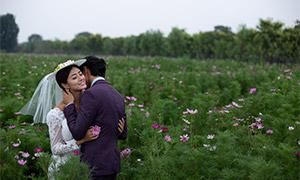 拥抱在一起的恋人婚纱摄影主题原片