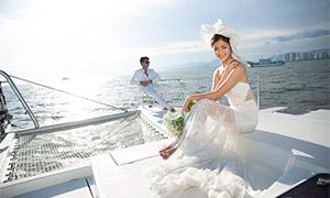 天空白云游艇上的恋人婚纱摄影原片