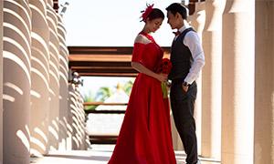 廊柱风光红色婚纱美女人物摄影原片
