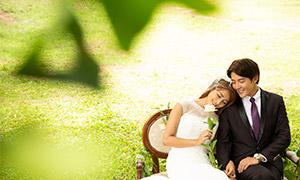 绿叶掩映下的一对恋人婚纱摄影原片