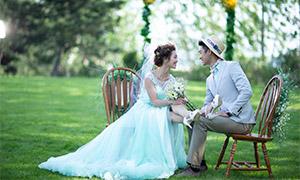 草坪上的鲜花拱门外景婚纱原片素材