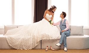 沙发上的?#31561;?#20869;景婚纱摄影原片素材